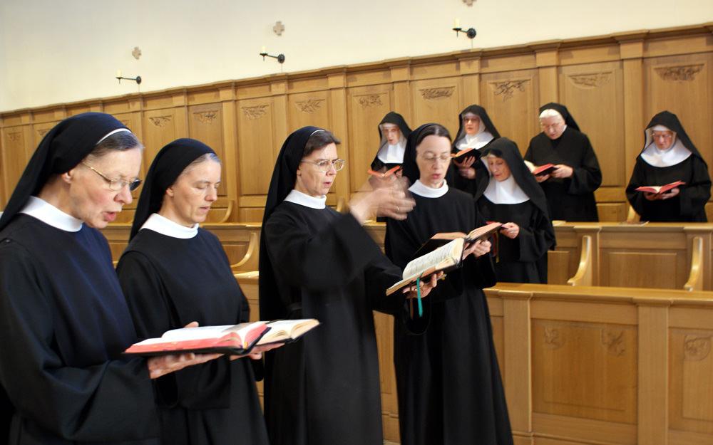 Bilder zu: Stundengebet und Eucharistiefeier