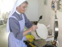 Bilder zu: Hostienbäckerei