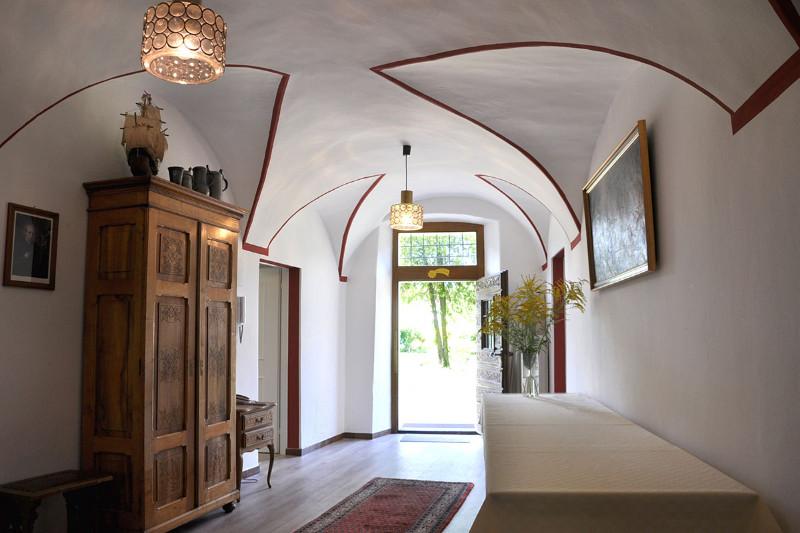 Eingangsbereich-im-Gästehaus-der-Pallottiner-Casa-Pallotti-in-Meran