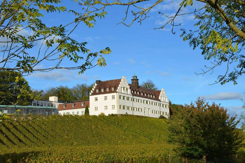 Herzlich-Willkommen-im-Gästehaus-der-Pallottiner-Schloss-Hersberg-am-Bodensee