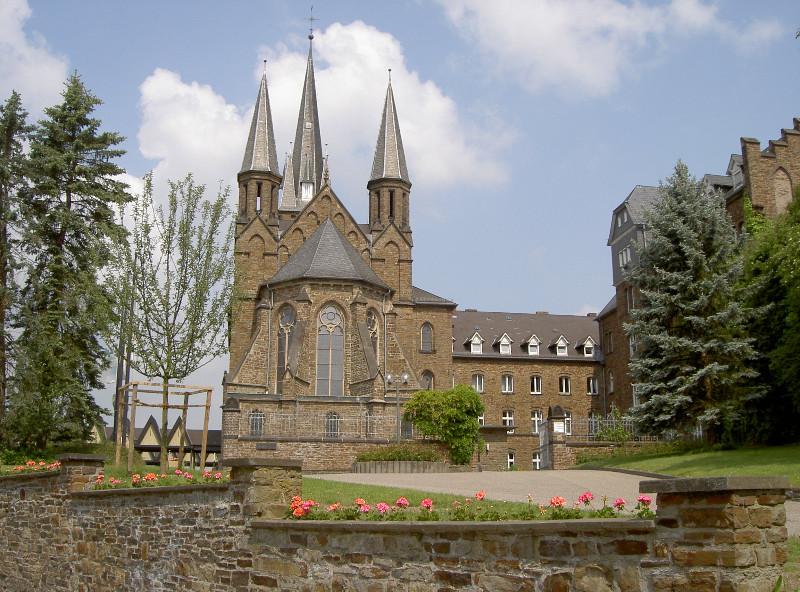 Mutterhauskirche-Apfelbaum