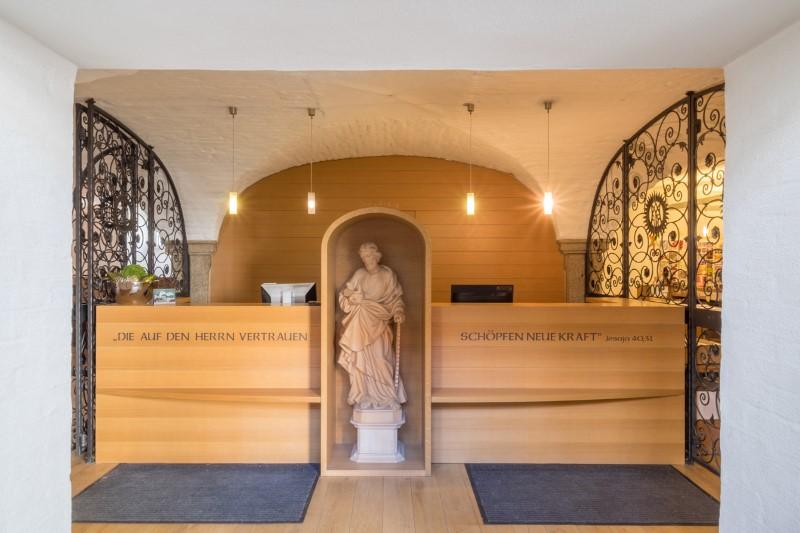 Gaestehaus-St-Joseph-Rezption-10-1